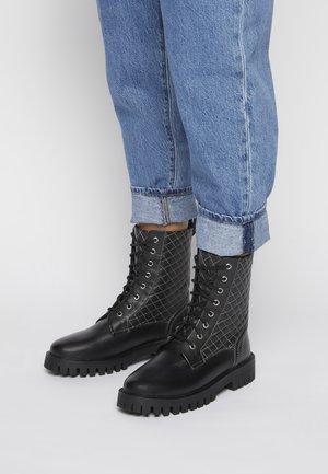 BUMBLES - Kotníkové boty na platformě - black