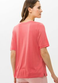 BRAX - STYLE COLETTE - Basic T-shirt - coral - 2
