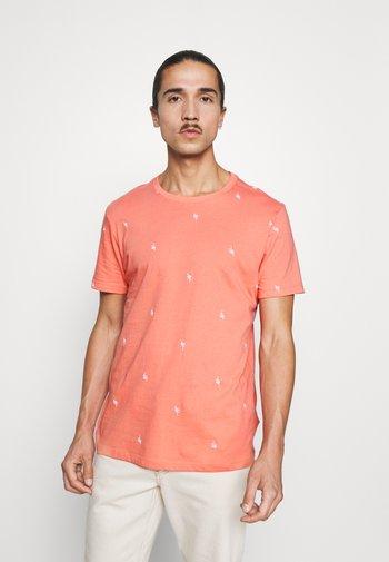 CREW CRITTER  - T-shirt z nadrukiem - flamingo