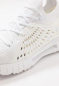 Under Armour - PHANTOM - Zapatillas de running neutras - white - 5