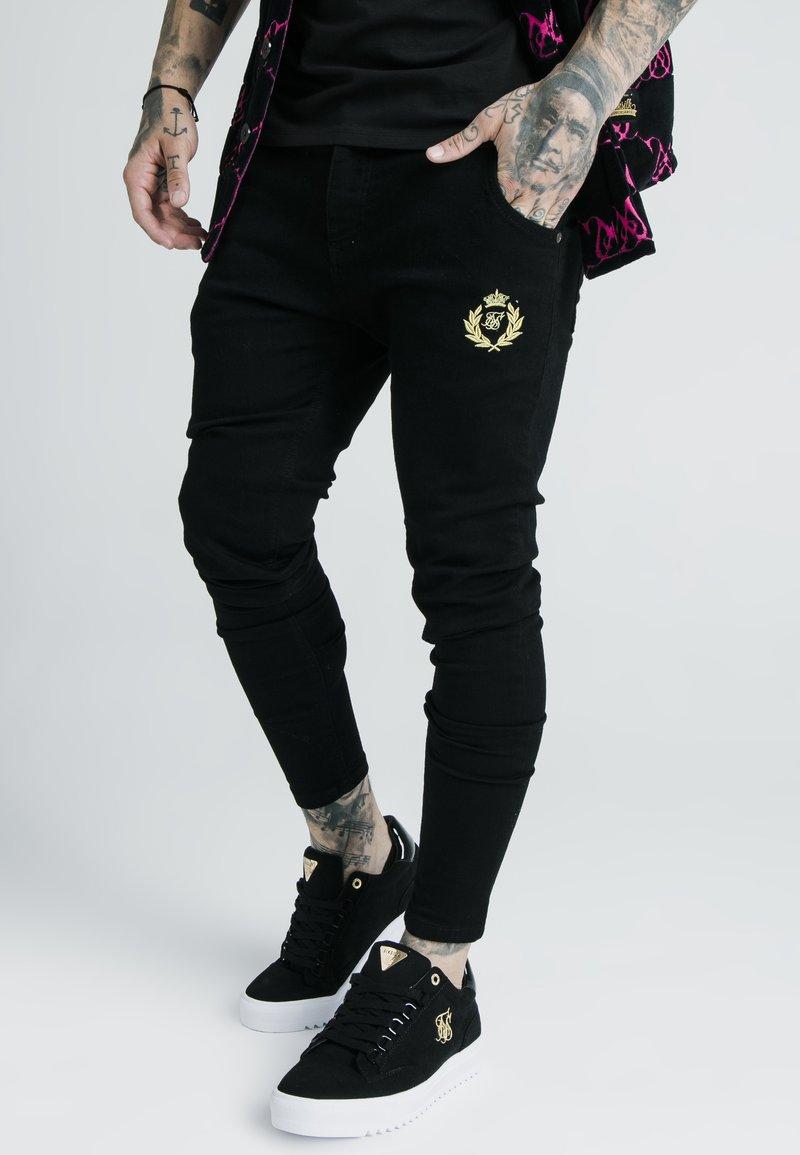 SIKSILK - X DANI ALVES PRESTIGE - Slim fit jeans - black