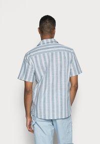 Cotton On - TEXTURED SHORT SLEEVE SHIRT - Skjorta - blue - 2