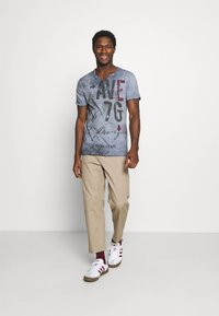 Key Largo - OUTCOME BUTTON - T-shirt con stampa - steel blue - 1