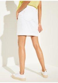 comma casual identity - MIT KNOPFLEISTE - Pencil skirt - white - 2