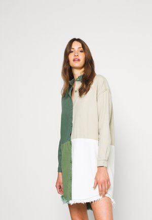 COLOURBLOCK OVERSIZED DRESS - Denní šaty - green