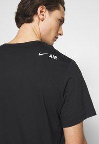 Nike Sportswear - TEE AIR - Triko spotiskem - black/reflective silver - 4