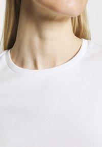 Marks & Spencer London - 2 PACK - T-shirt basic - white/black - 5