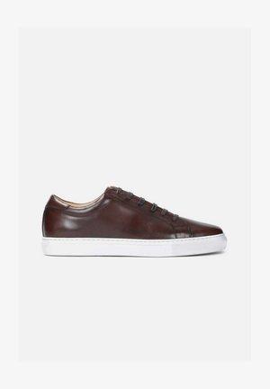 MERIK - Sneakers laag - brown