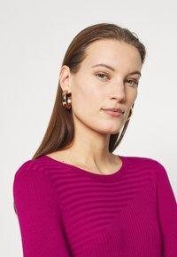 Who What Wear - PANEL DRESS - Jumper dress - magenta - 4
