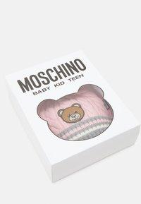MOSCHINO - HAT MITTENS BOX SET UNISEX - Beanie - sugar rose - 3
