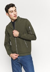 Jack & Jones - JERUSH - Bomberjacks - forest night - 3