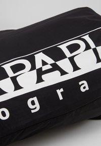 Napapijri - HACK GYM - Sports bag - black - 3