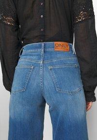 ONLY - ONLMADISON CROP - Jean bootcut - dark blue denim - 4