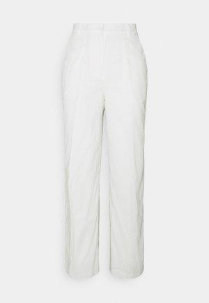 LOOSE FIT SUIT PANTS - Spodnie materiałowe - white