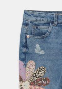 Marks & Spencer London - PATCHWORK  - Relaxed fit jeans - light denim - 2
