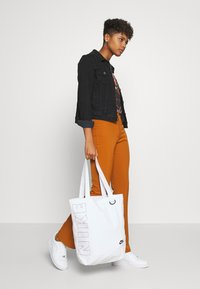 Nike Sportswear - HERITAGE UNISEX - Tote bag - white/white/black - 3