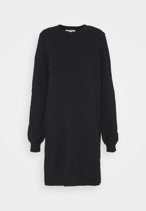FITTED PUFFY - Pletené šaty - black