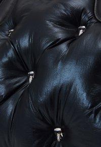 KARL LAGERFELD - IKONIK 3D MULTI PIN TOTE - Tote bag - black - 5