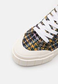 Good News - PALM CHECK - Baskets montantes - blue/yellow - 5