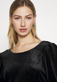 Monki - WILMA DRESS - Pouzdrové šaty - solid black - 3