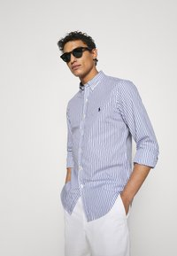 Polo Ralph Lauren - SLIM FIT STRIPED POPLIN SHIRT - Shirt - white/sky blue - 5