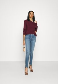Missguided - OPHELITA OFF SHOULDER JUMPER - Pullover - burgundy - 1
