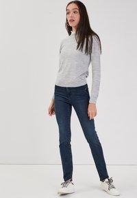Cache Cache - MIT HOHER TAILLE - Slim fit jeans - denim blue black - 3