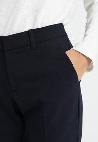 s.Oliver - SHAPE ANKLE - Pantalon classique - navy - 4