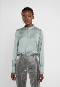 Bruuns Bazaar - BAUME ELIZABETH BLOUSE - Blouse - jade green - 0