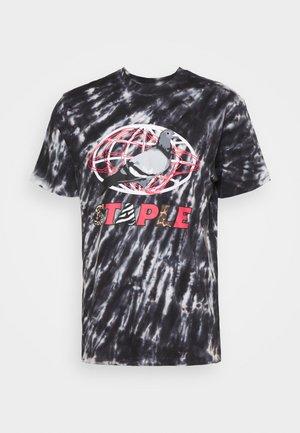 TIE DYE GLOBE LOGO TEE UNISEX - T-shirt med print - black