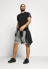 Champion - BIG LOGO BERMUDA - Pantalón corto de deporte - grey - 1