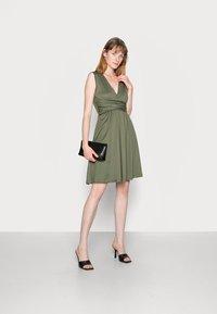Anna Field - CACHE COEUR PRINTED DRESS - Jersey dress - dark green - 1
