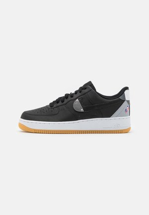 AIR FORCE 1 '07 LV8 UNISEX - Sneakersy niskie - black/wolf grey/dark grey/university red/rush blue
