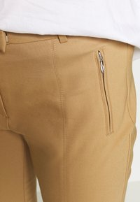 More & More - TROUSER - Chinos - soft caramel - 5