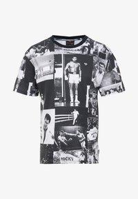 Diamond Supply Co. - MONTAGE TEE - T-shirt med print - black/white - 3