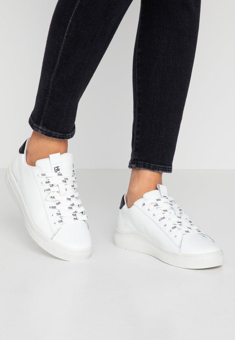 HUB - HOOK BRANDED - Sneakers - white/black dust