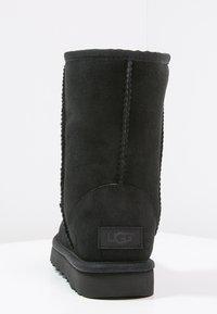 UGG - CLASSIC SHORT - Bottines - black - 4