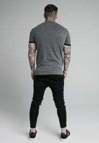 SIKSILK - DUAL CUFF TECH TEE - T-shirt - bas - dark grey marl - 2