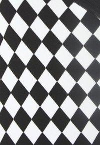 LIU JO - ABITO MAGLIA MONOSPALLA - Pletené šaty - nero/white - 2