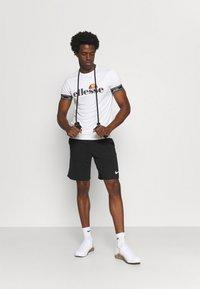 Ellesse - ALENTE - T-shirt med print - white - 1
