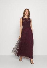 Vila - VILYNNEA MAXI DRESS - Suknia balowa - winetasting - 0