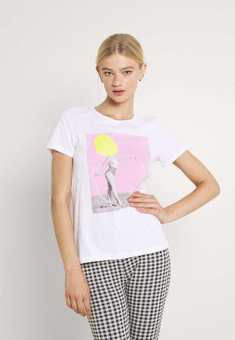ONLY - ONLVIOLET LIFE - Print T-shirt - lemon