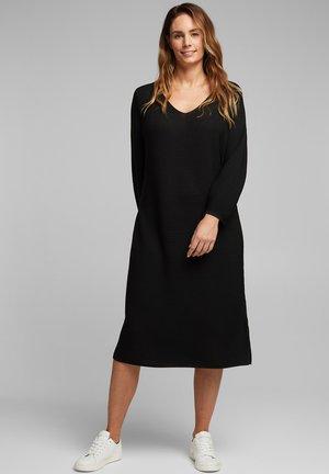CURVY AUS RIPPSTRICK - Jumper dress - black