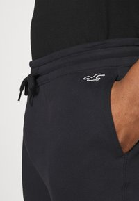 Hollister Co. - Pantalones deportivos - black - 4