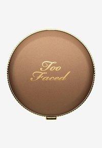 Too Faced - SOLEIL BRONZER - Bronzer - chocolate - 1