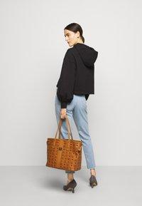 MCM - PROJECT SHOPPER - Shoppingveske - cognac - 0