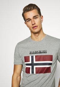 Napapijri - SELLYN - Print T-shirt - medium grey melange - 3