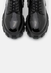Nly by Nelly - BITE IT DERBY - Lace-ups - black - 5