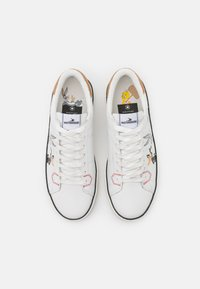 MOA - Master of Arts - FLIPS LOONEY TUNES CHARACTERS - Trainers - white - 4