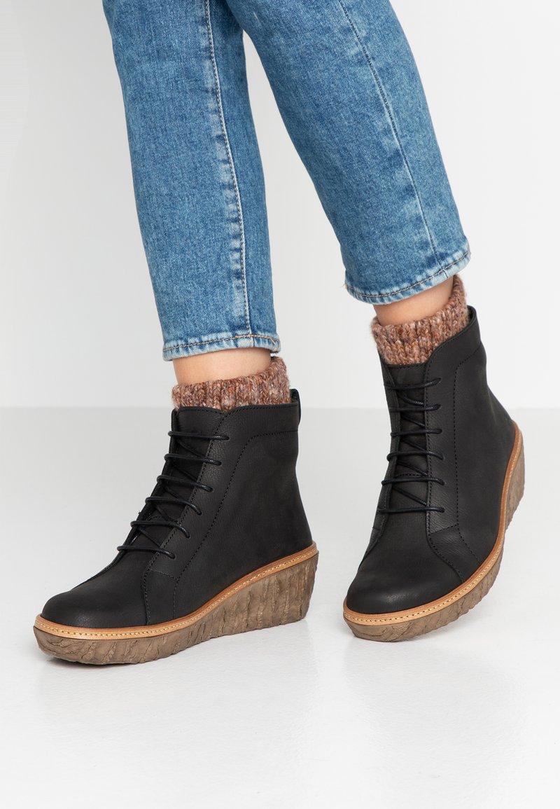 El Naturalista - MYTH  - Wedge Ankle Boots - pleasant black